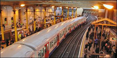 London Underground \(Farringdon\), Copyright 2005 David Pirmann